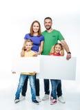 Familjanseende med tomma vita kort Royaltyfria Foton