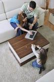 Familjbesparingar fotografering för bildbyråer