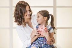 Familjbudget och besparingbegrepp Royaltyfria Bilder