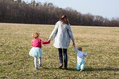 Familjen är den största lyckan royaltyfri foto