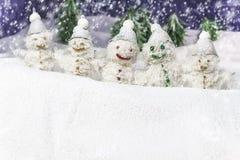 Familjen är lyckliga snowmen Royaltyfri Bild