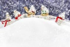 Familjen är lyckliga snowmen Royaltyfria Foton