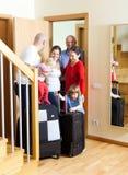 Familjen ankom för att besöka släktingar på dörren av hemmet Arkivfoto