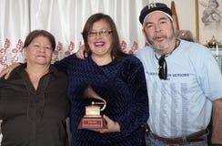 Familjen förenar för att minnas Yomo Toro Arkivbild