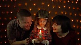 Familjen firar tillsammans ferien lager videofilmer