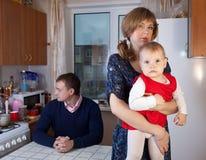 familjen grälar fotografering för bildbyråer