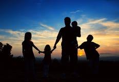 familjen hands holdingen royaltyfri foto