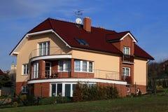 familjen houses två Fotografering för Bildbyråer