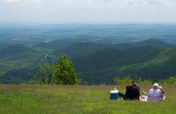 Familjen på vaggar slottklyftan förbiser - blåa Ridge Parkway, Virginia, USA Royaltyfri Foto