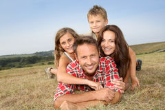 familjen semestrar sommar Fotografering för Bildbyråer