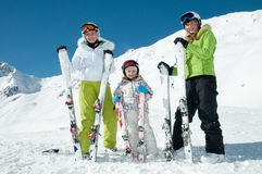 familjen skidar laget Royaltyfri Bild