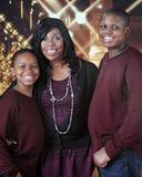 Familjen som är klar till jul, shoppar Royaltyfri Foto