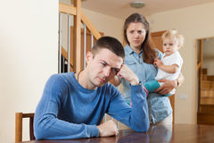 Familjen som den har, grälar hemma Arkivbilder