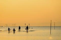 Familjfiske på havet Arkivfoton