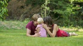 Familjglädje och lycka Arkivbild