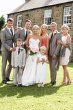Familjgrupp på bröllop arkivbilder