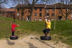 Familjgyckel parkerar in Royaltyfri Fotografi