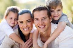familjgyckel tillsammans Arkivbilder