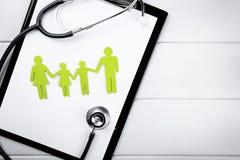 Familjhälsa och livförsäkringbegrepp arkivfoto