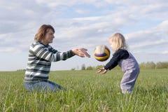 familjlek Fotografering för Bildbyråer