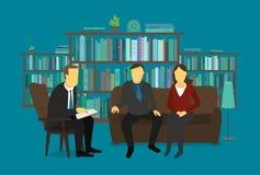 Familjpsykologen lyssnar gifta paret På mottagande på doktorn Royaltyfri Bild