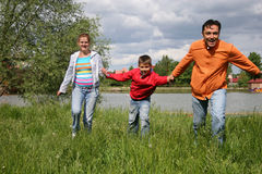 familjrunning arkivfoto