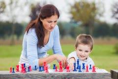 Familjschack Fotografering för Bildbyråer
