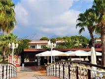Familjsemesterort i Kemer, Antalya landskap, medelhav, Turkiet royaltyfria bilder