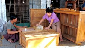 Familjsnickareseminariet i Yangon, Myanmar stock video