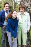 Familjstående med mormodern Royaltyfri Foto