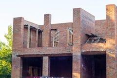 familjtegelstenhus under konstruktion i sommar inget arkivbilder