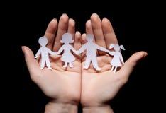 Famille à chaînes de papier image libre de droits