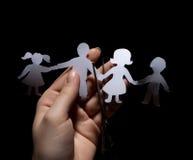 Famille à chaînes de papier photos stock
