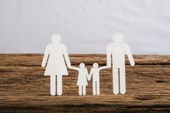 Famille à chaînes de papier symbolisant Images stock