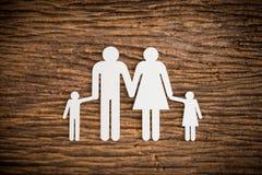 Famille à chaînes de papier symbolisant Photographie stock
