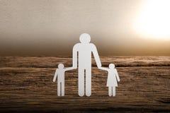Famille à chaînes de papier symbolisant Photographie stock libre de droits