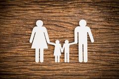 Famille à chaînes de papier symbolisant Photos stock