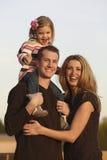 Famille à l'extérieur Image libre de droits