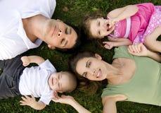 Famille à l'extérieur Photo stock