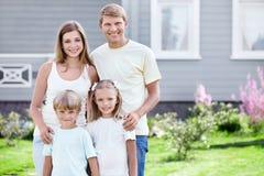 Famille à l'extérieur Photos stock