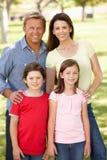 Famille à l'extérieur Photo libre de droits