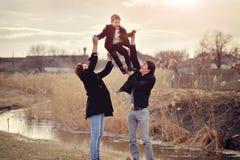 Famille à l'extérieur Images stock