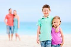 Famille à la plage Photos libres de droits