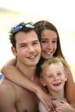 Famille à la plage image stock