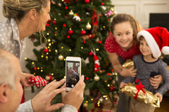 Famille à Noël image stock