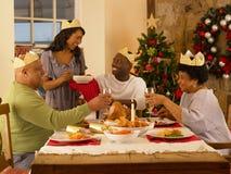 Famille adulte dînant Noël Photo stock