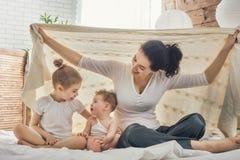 Famille affectueuse heureuse photo libre de droits