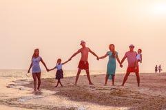 Famille, amis, plage Image libre de droits