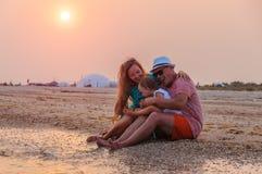 Famille, amusement, coucher du soleil Image stock