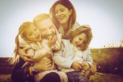 Famille appréciant ensemble en nature Photographie stock libre de droits
